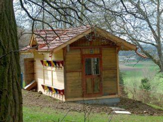 Das neue/alte Bienenhaus am Wellenberg